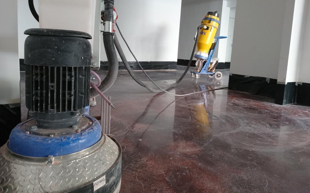 Lucidatura a specchio pavimento in cemento