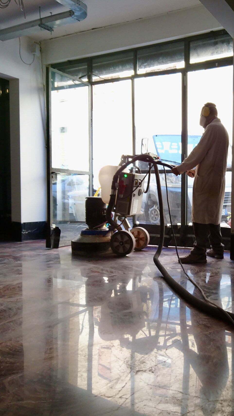 Recupero e lucidatura a specchio pavimento in cemento