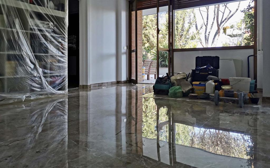 pavimento marmo lucido a specchio