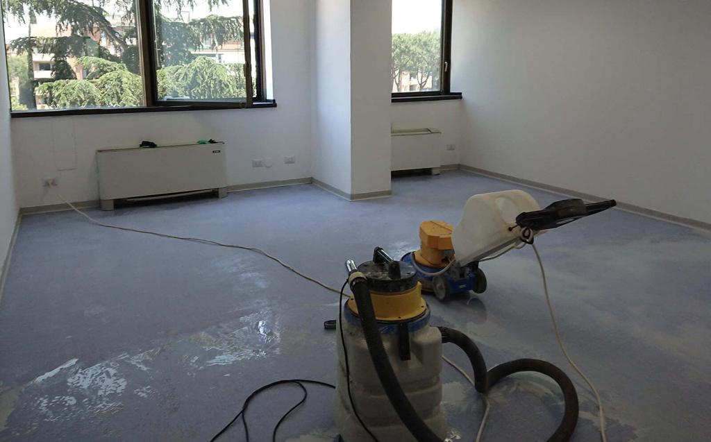 lavaggio a fondo pavimenti in pvc e linoleum